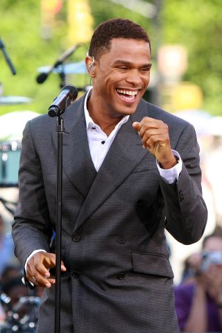 Maxwell Performs On CBS' 'The Early Show' - July 8, 2009
